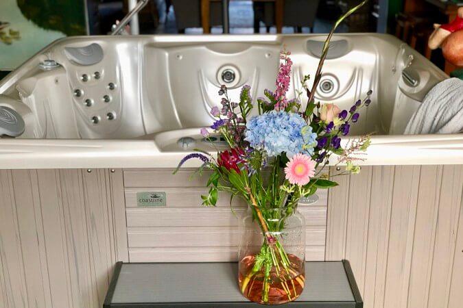 Bloemen van Bloomyourday bij aanschaf van een jacuzzi